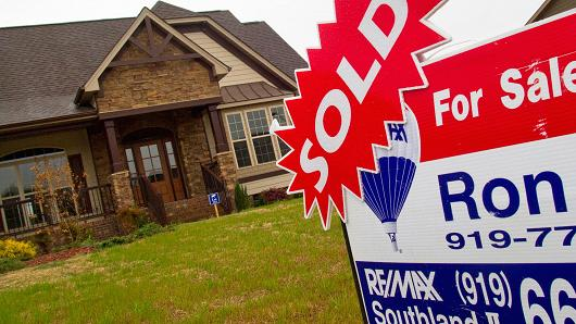Mortgage applications fall 1%, dragged down by fewer refinances