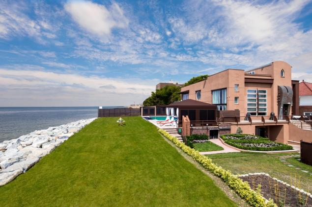 Miami-style beachfront compound to hit market for $8M in Brooklyn