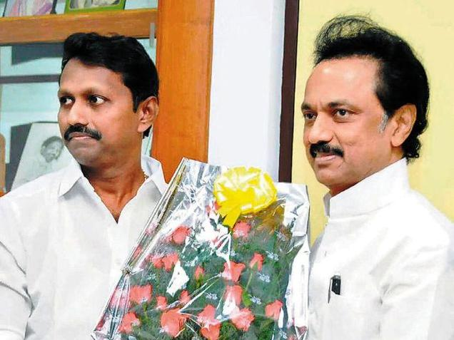 Disillusioned, another DMDK district secretary joins DMK