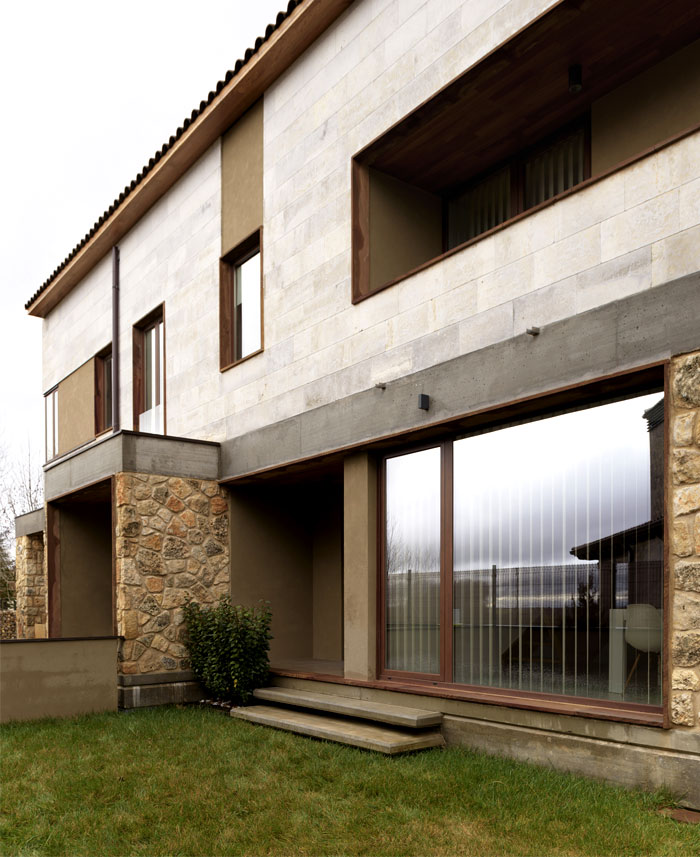 Semi-detached residence through Gaztelu Jerez Arquitectos