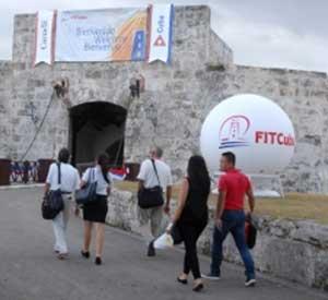 Hundreds of Cubans Attend Tourism fair