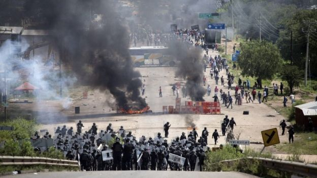 Mexico teachers protest: Six killed in Oaxaca clashes